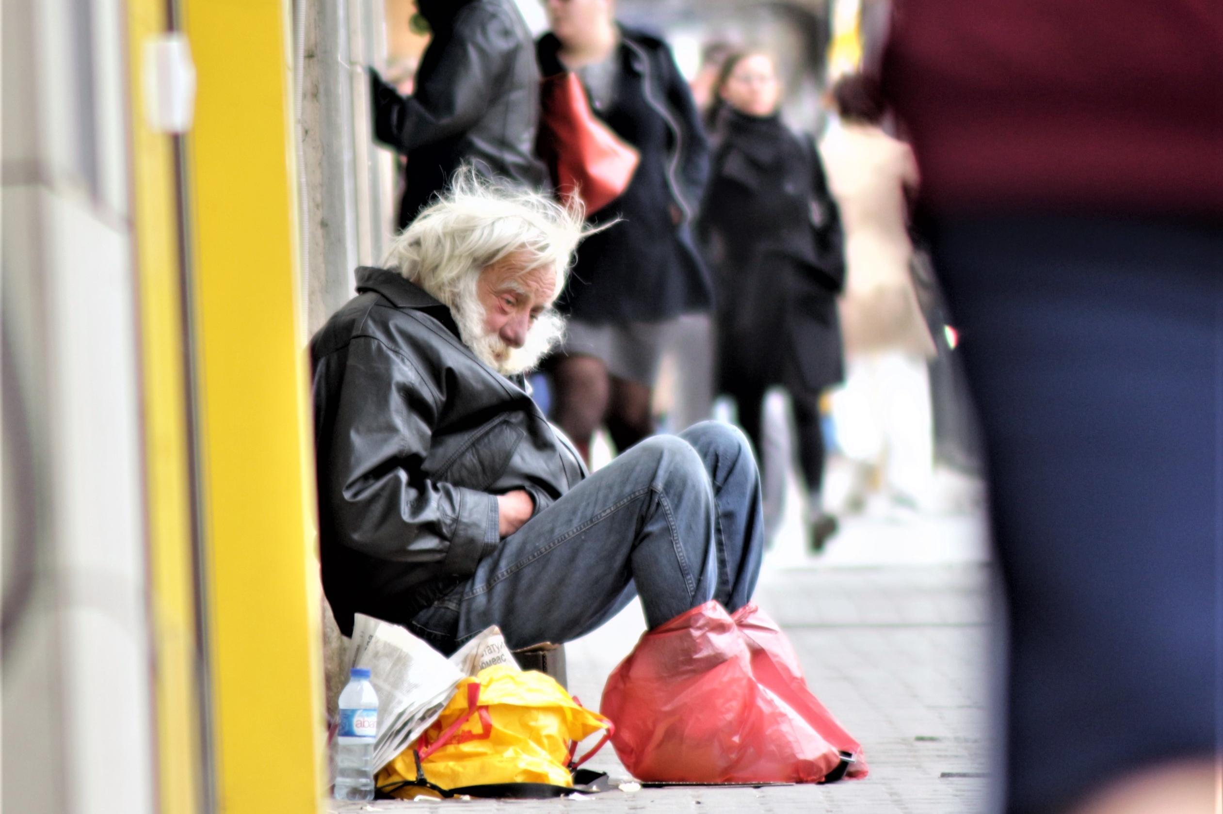 бездомен