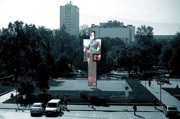 """Арт инсталация """"Един човек"""" на мавзолей"""