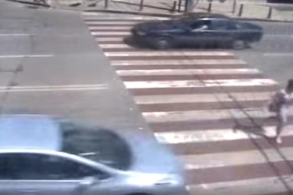 Дете на пешеходна пътека