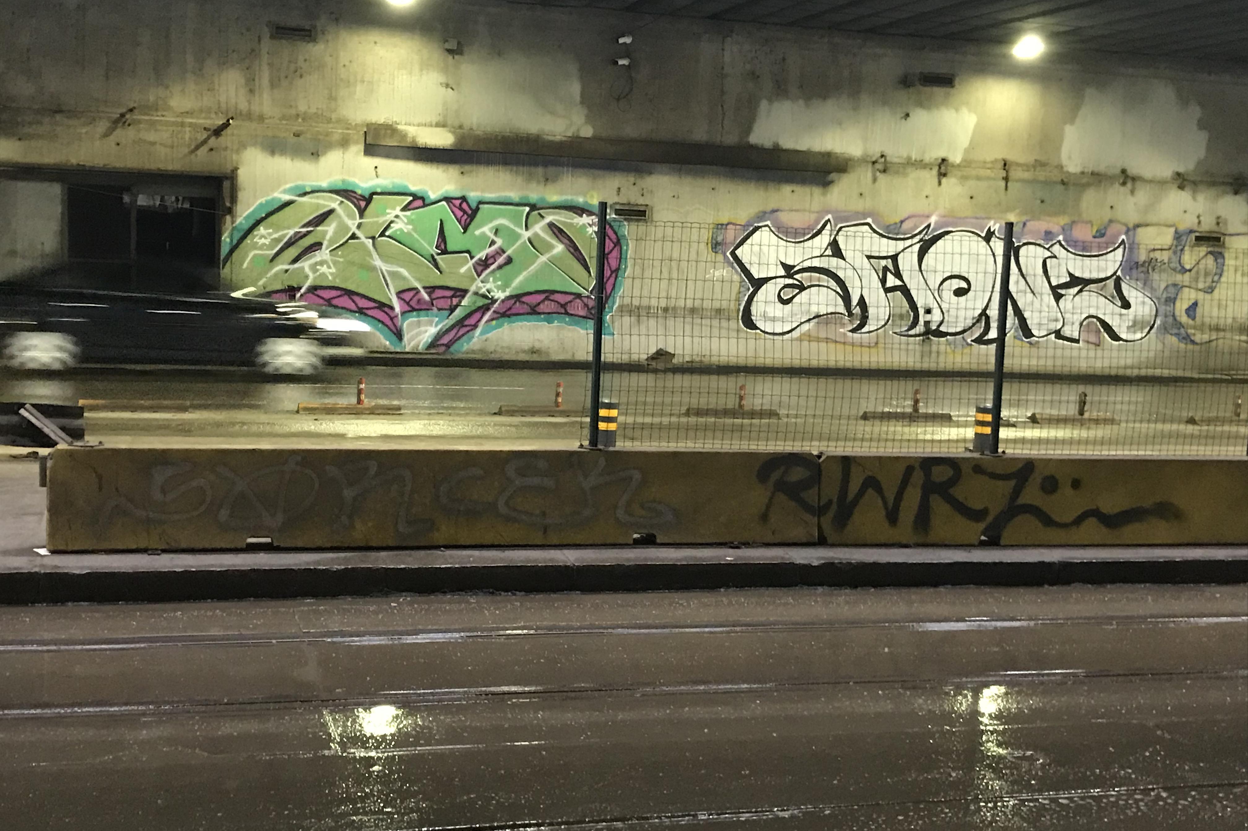 Хванаха драскач на графити в подлеза на НДК