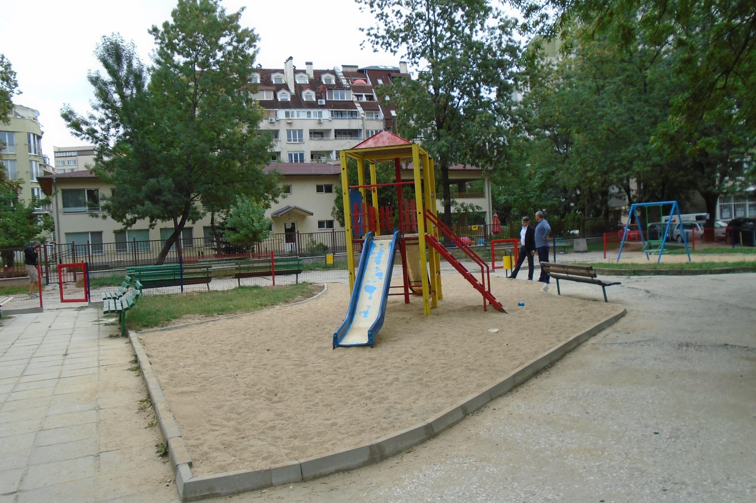 Осветяват 8 детски площадки в Триадица