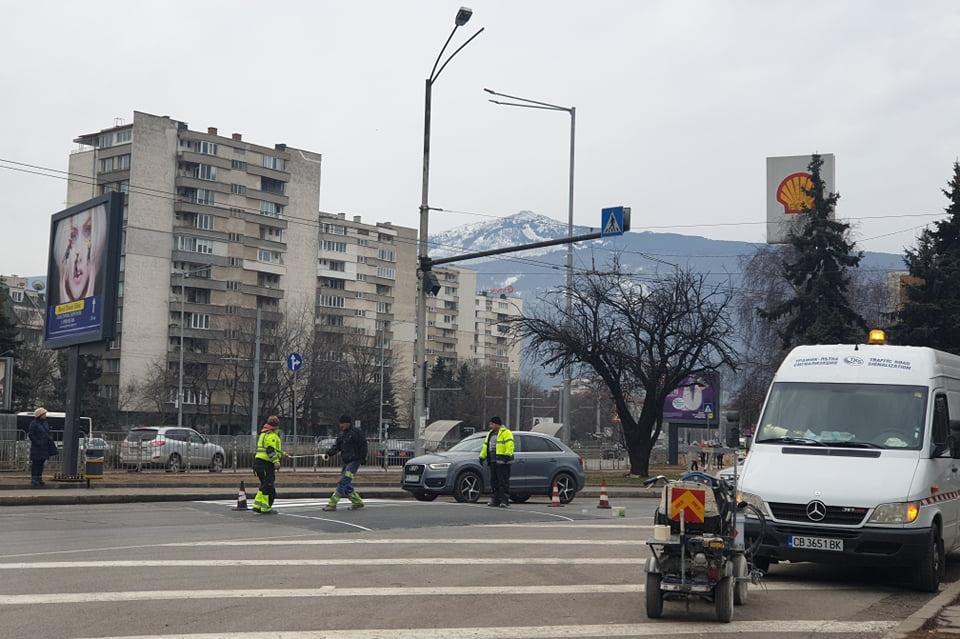 Пребоядисана пешеходна пътека на ул. Кюстендил
