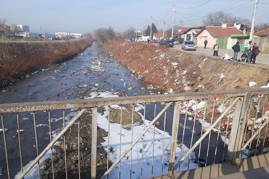 Реката в Малашевци пълна с отпадъци