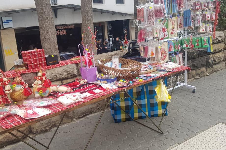 Започна продажбата на мартеници в София