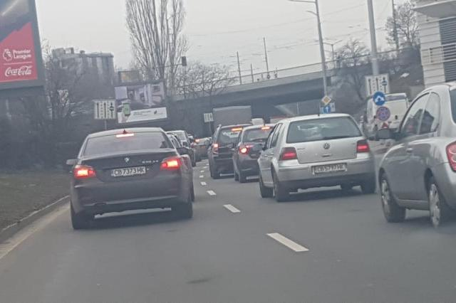 "Задръстване по бул. ""България"""