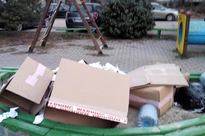 Затрупана с отпадъци детска площадка в кв. Изток