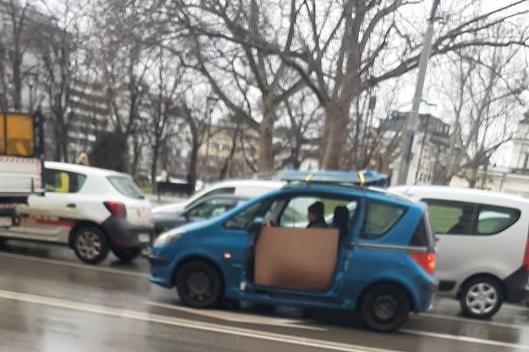 Кола без врата