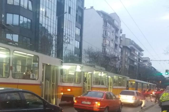 """Задръстване по """"Дондуков"""""""