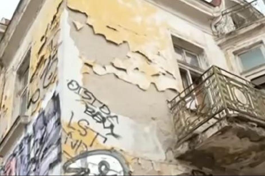 рушаща се сграда