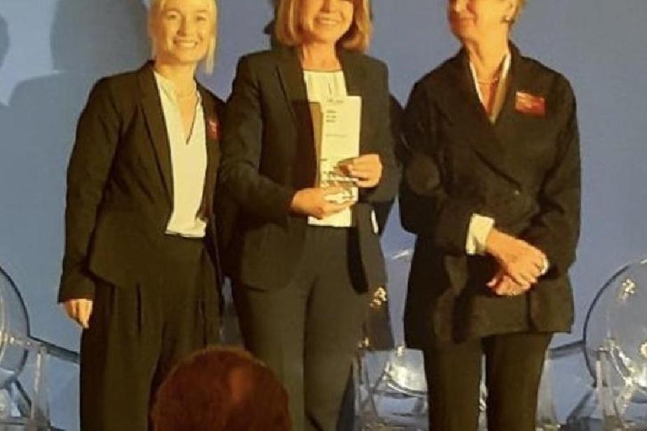 Йорданка Фандъкова на награждаване в Париж