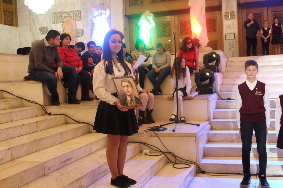 Ученици от училища в район Връбница почетоха Апостола с програма в НИМ