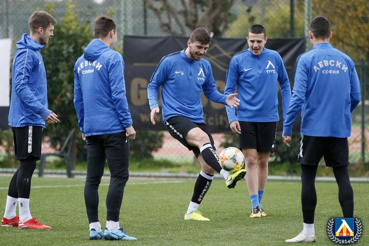 """Столичният """"Левски"""" е против спирането на футболното първенство"""