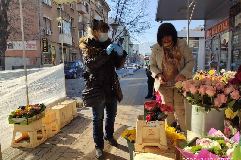 """Срещу коронавирус: Всяка вечер дезинфекцират Женския пазар и """"Димитър Петко"""