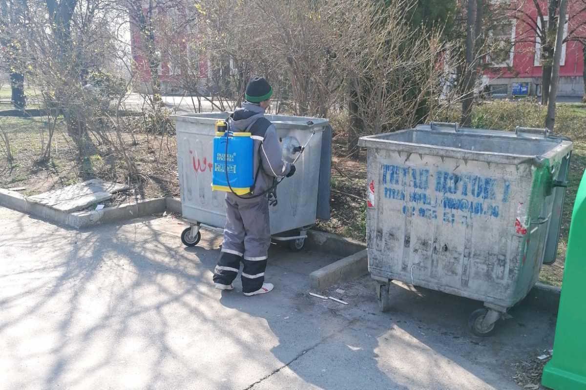 В София продължава продължава дезинфекция на подлези, контейнери и миене на