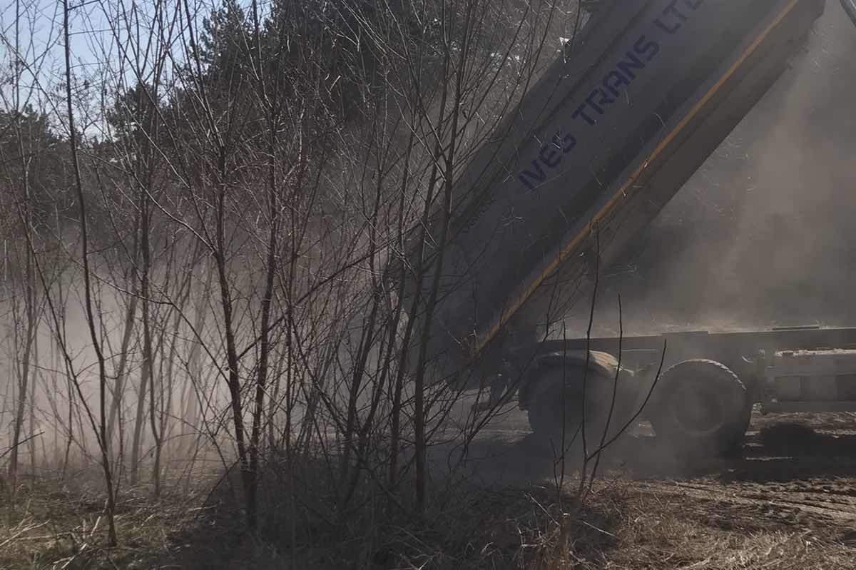 Спипаха шофьор на камион, изсипвал строителни отпадъци в с. Лозен