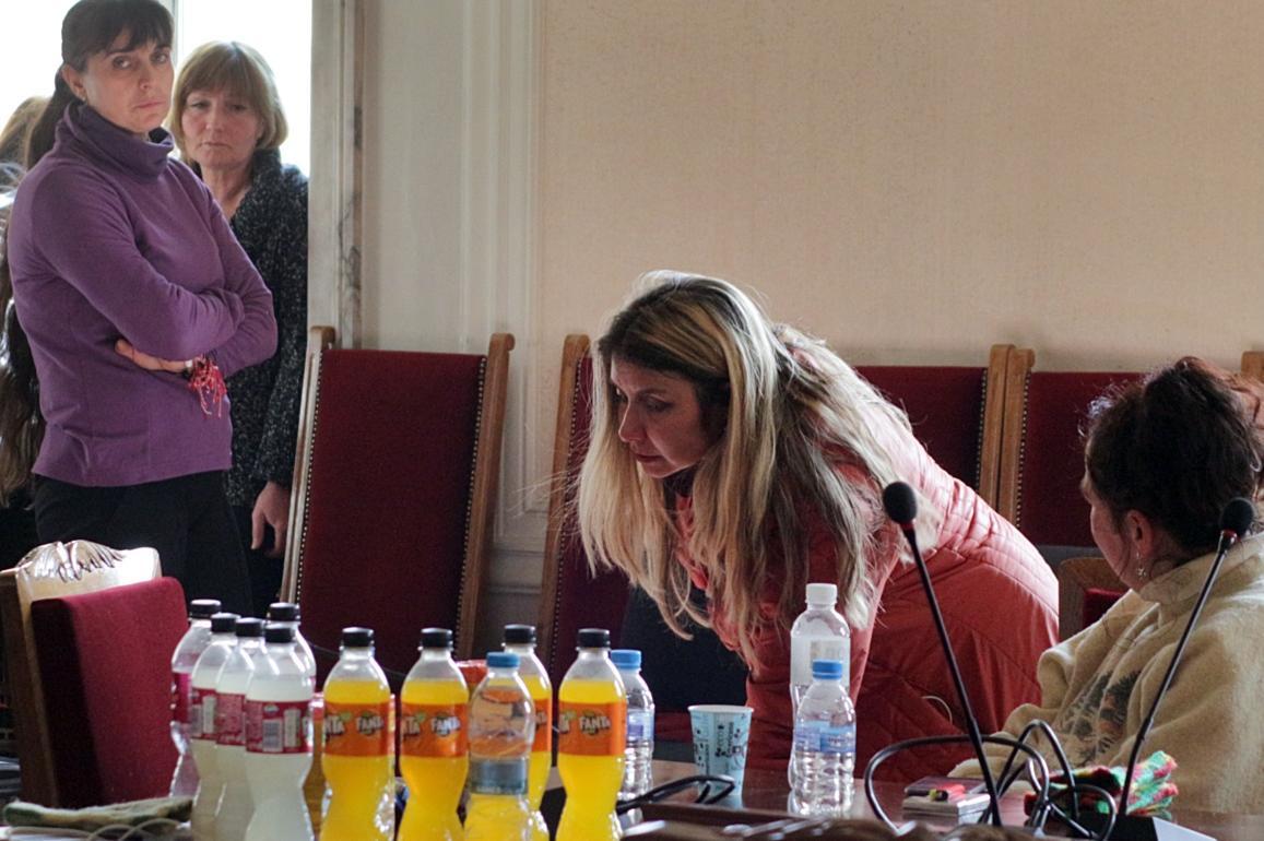 """Протест на 5 медицински сестри затвори """"Цар Освободител"""""""
