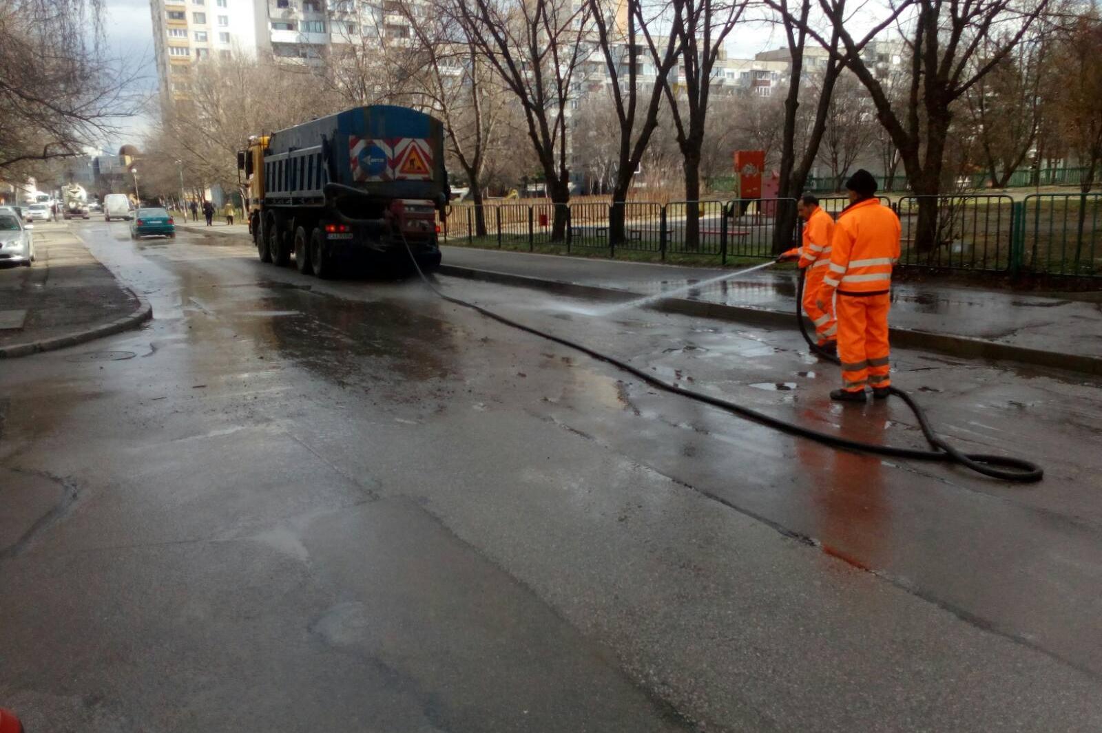 Мият улици в столицата