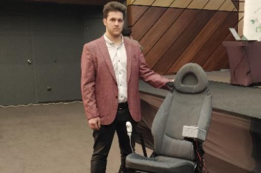 Ученикът Тодор Тодоров създаде инвалидна количка за изкачване на стълби