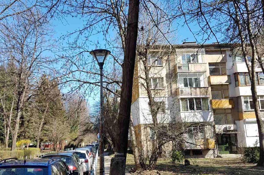 Отстраниха опасен стълб на тротоара на ул. Персенк