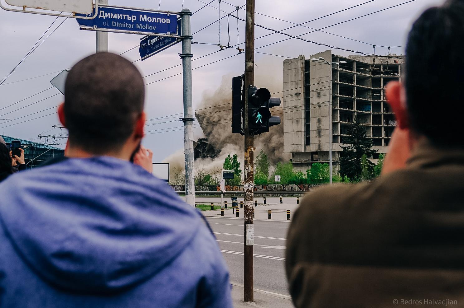струпване на хора за взрива на ИПК Родина