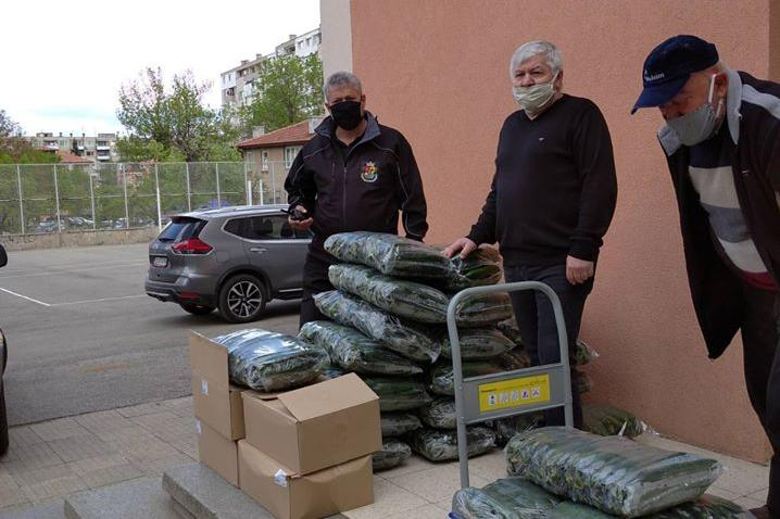 Добро дело: Второкласници от 5 ОУ в София дариха храна на хора в нужда