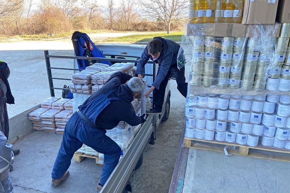 Дарение от 2 тона храни получиха в район Нови Искър