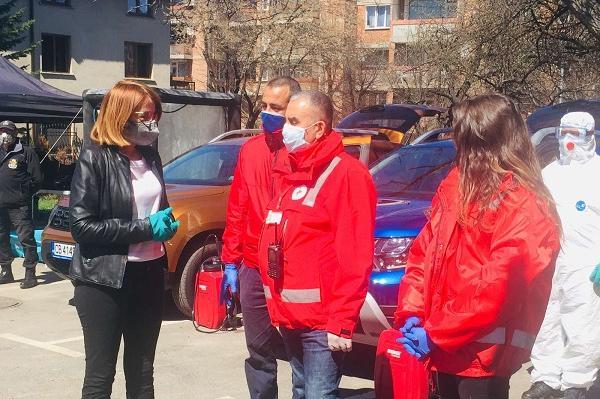 Фандъкова: Доброволци се включват към екипите за дезинфекция