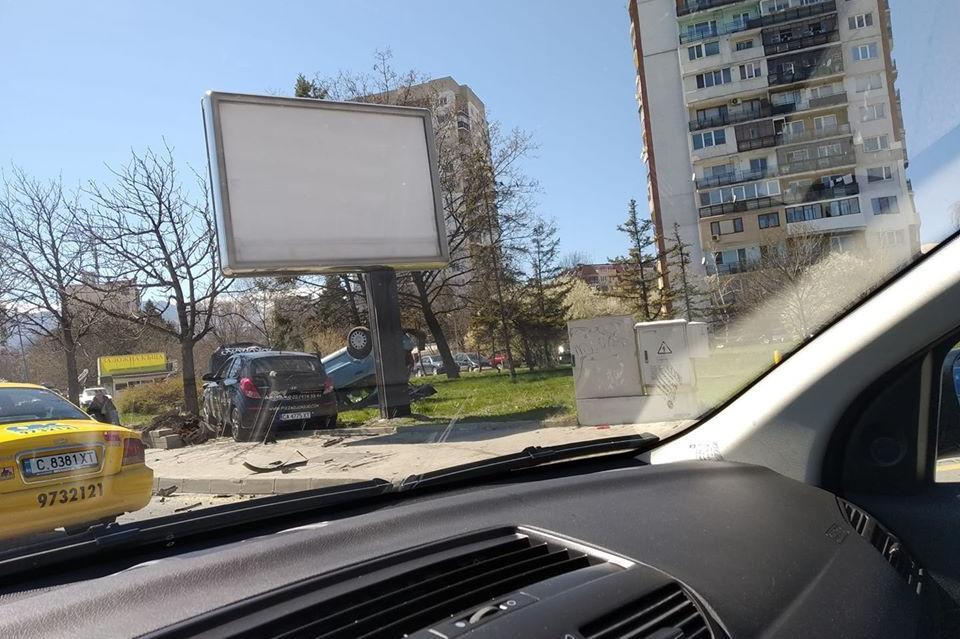 """Катастрофа на бул. """"Александър Малинов"""", има задръстване"""