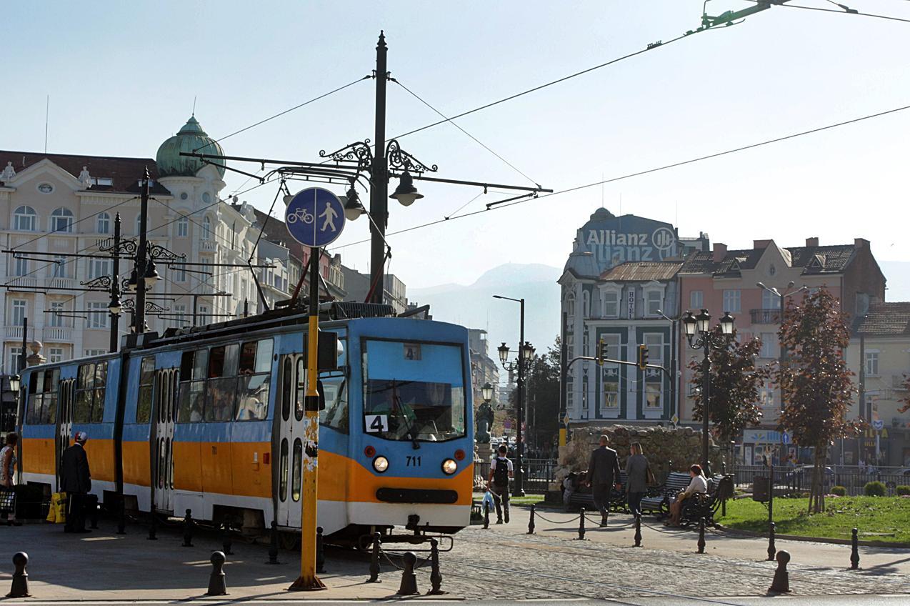 Трамваи 4,5 и 11 с променени маршрути през уикенда заради ремонт на релсите