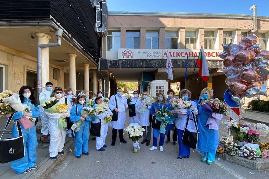 """Лили Иванова с жест към екипа на """"Александровска"""" за рождения си ден"""