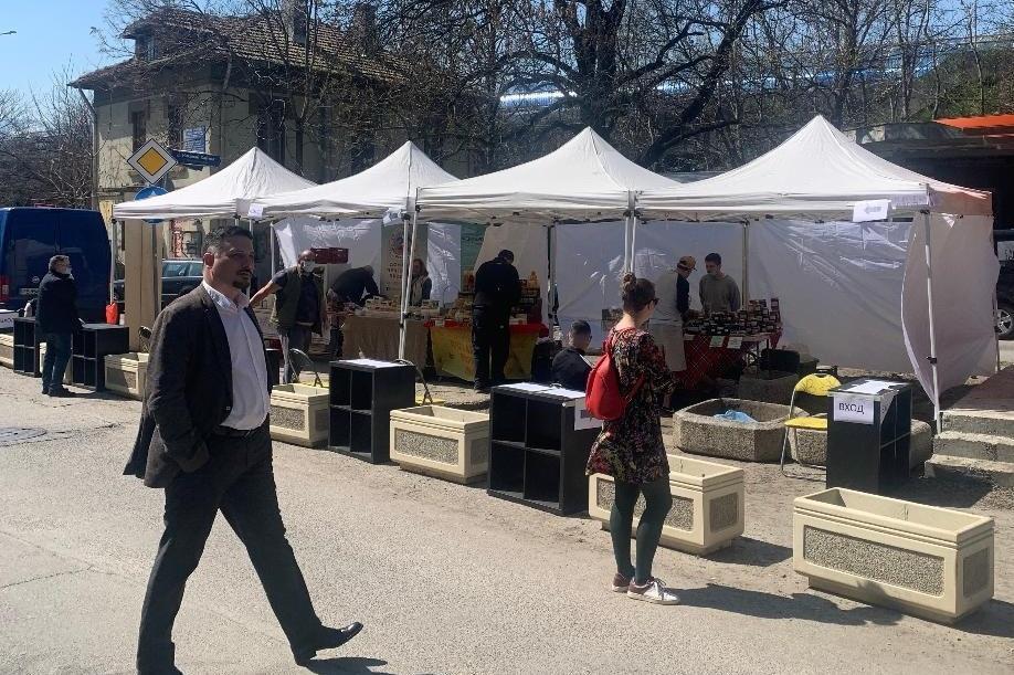Фермерският пазар в кв. Изток до автогара Юг заработи