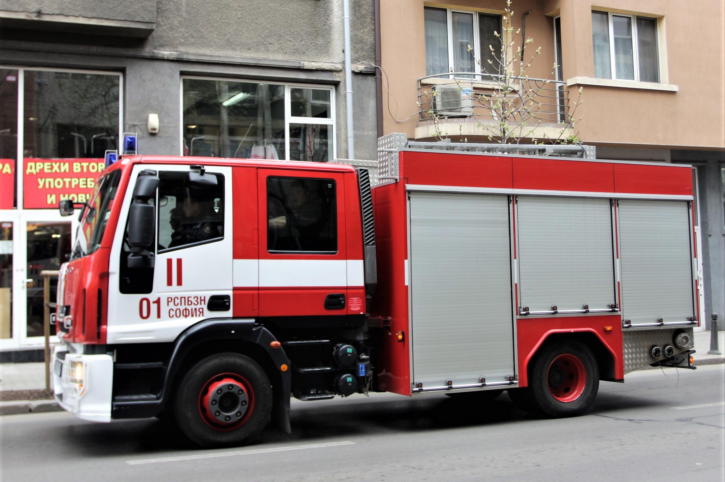 Пожар в цех край София, двама пострадали