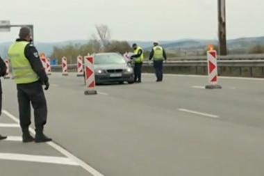 По входовете на София: Изнервени шофьори, колони от коли и масирани проверк