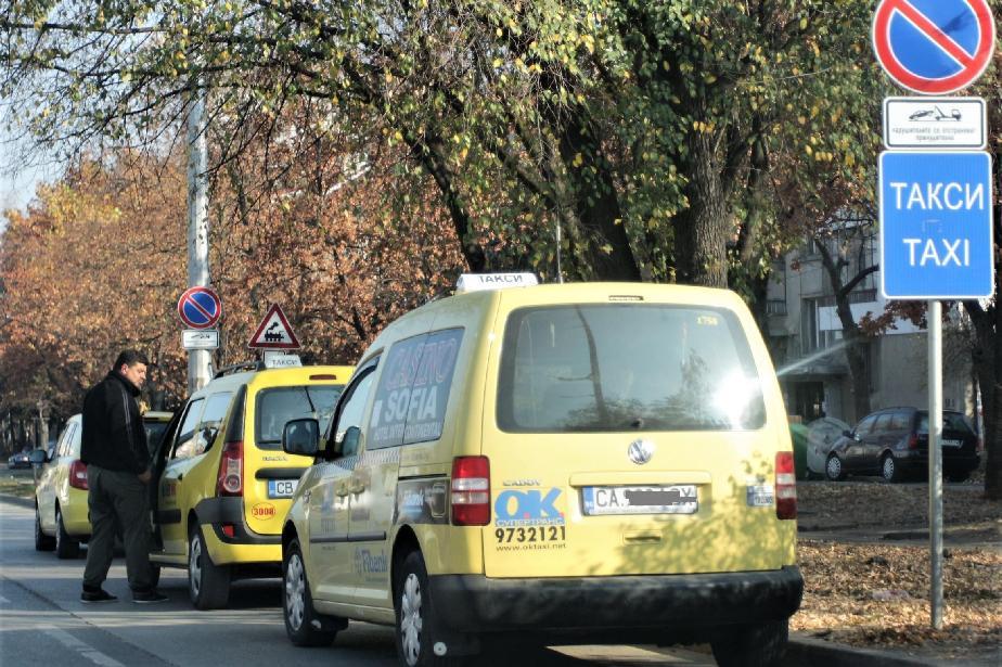 """Такситата се събраха около """"Св. Александър Невски"""""""