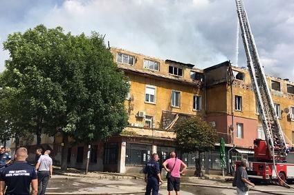 Семейства се върнаха в ремонтираните си домове в опожарения бл. 9 в Бухово