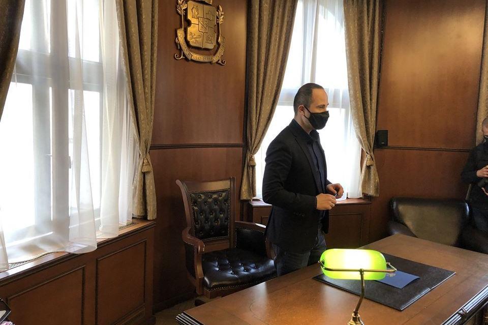 Първа сватба: Кметът на Триадица ожени младоженци в кабинета си