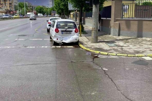 Линейка и автомобил катастрофираха