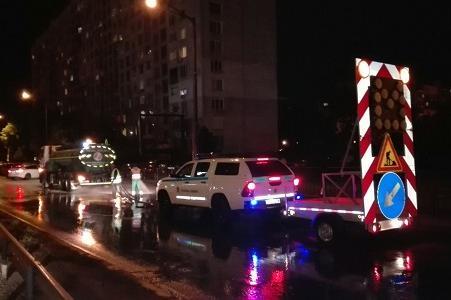 Измиха 11 улици и булеварди в Подуяне, по които се разтече битум