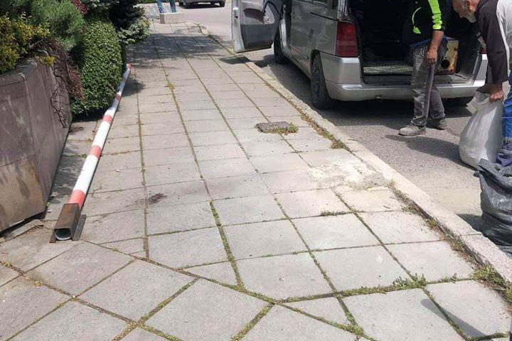 """Махат три незаконни бариери по ул. """"Енос"""""""