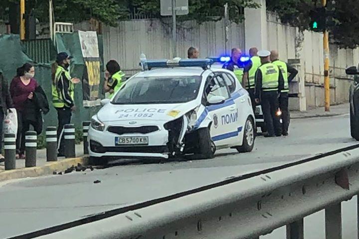 Патрулка на КАТ-София е ударена при катастрофа на Симеоновско шосе
