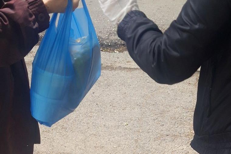 """90 социално слаби от """"Красна поляна"""" получават топла храна по домовете"""