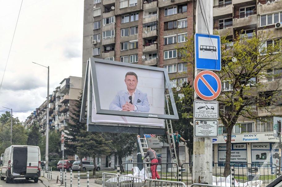 Милен Цветков се усмихва от над 10 билборда големи кръстовища в София