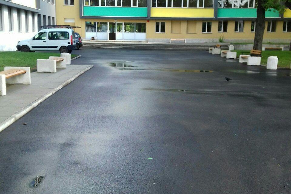 """Мият дворове на столични училища в """"Илинден"""" и """"Младост"""" преди 24 май"""