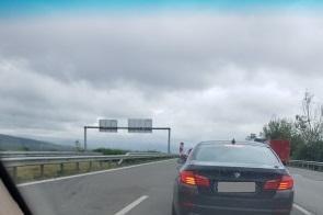 Няма колони от автомобили, минаването през КПП в София отнема около 5 минут