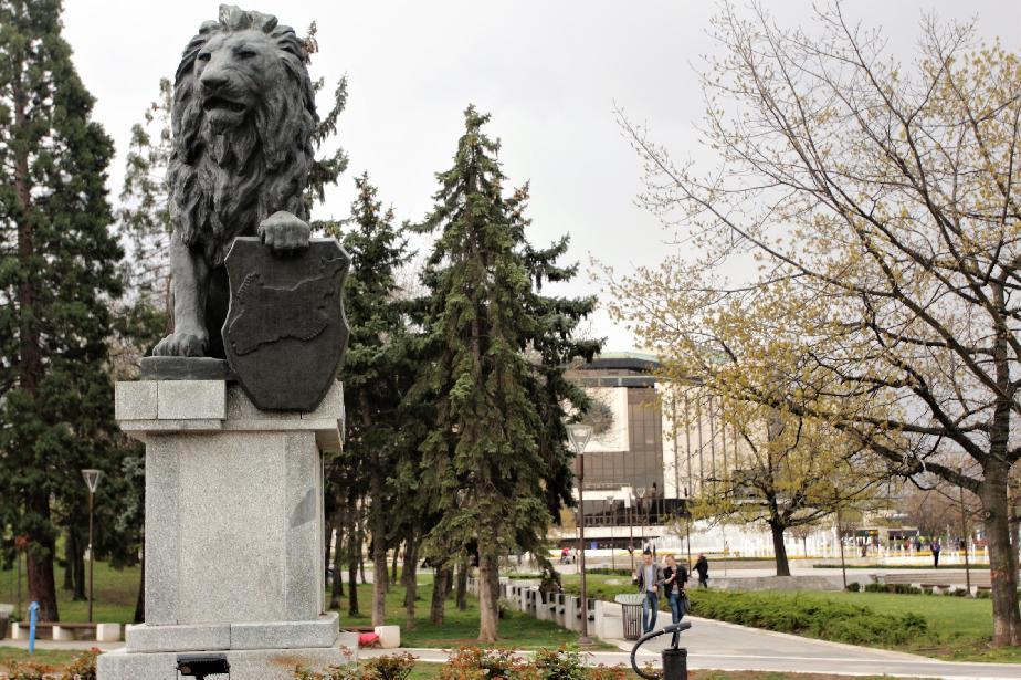 паметник с лъвчето до НДК