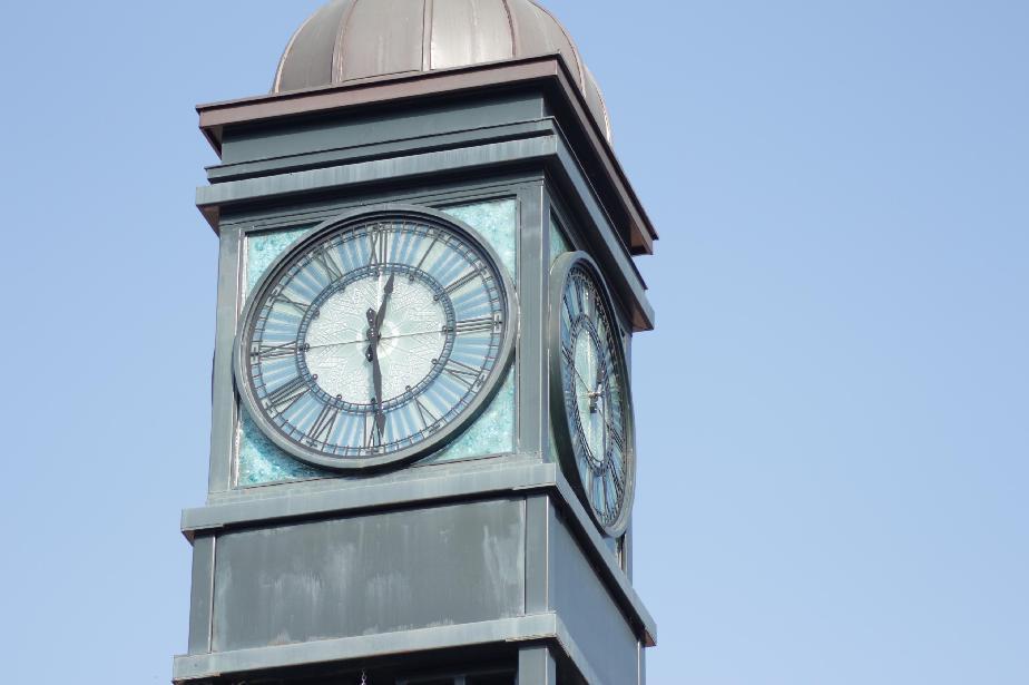 Часовникът на Банкя вече работи и е сверен
