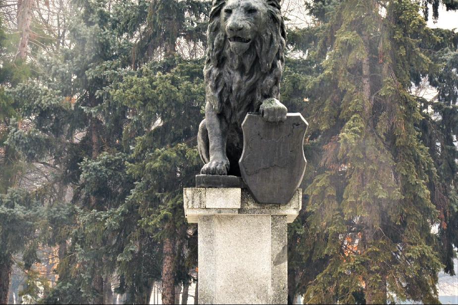 Градинката на НДК, паметника с лъвчето