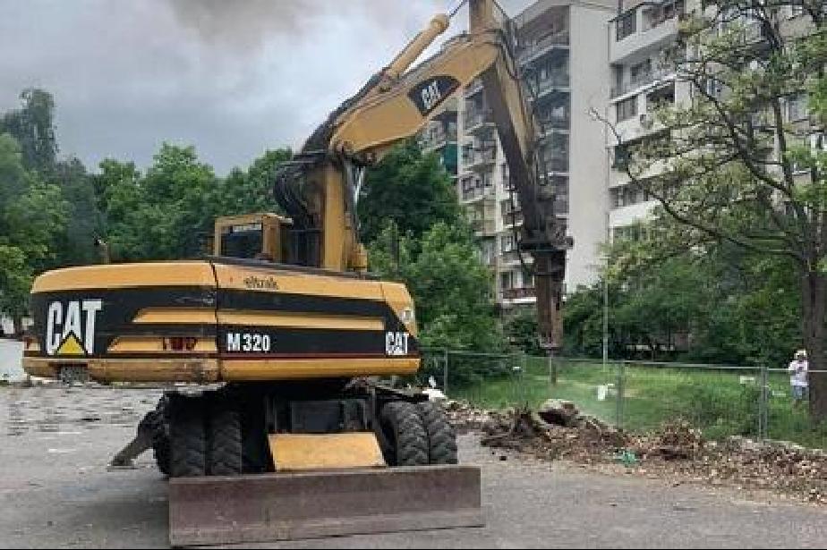 """Прави се още един нов паркинг за 50 коли в """"Дианабад"""""""