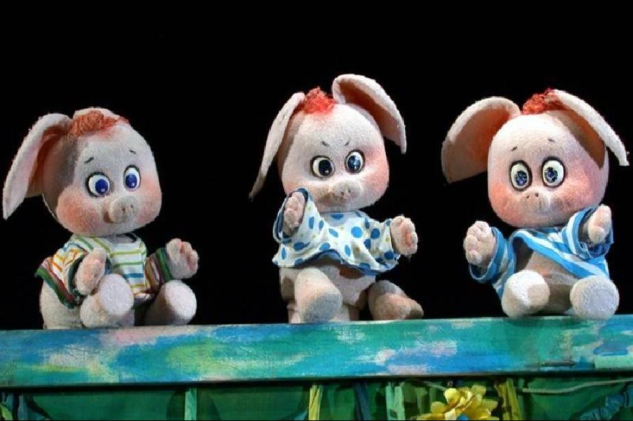 """""""Трите прасенца"""" посрещат малчуганите в Столичния куклен театър"""