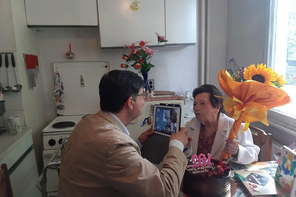 """""""Подуяне"""" поздрави 102-годишната Виденка за ЧРД"""